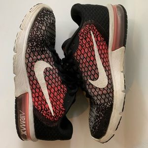 Nike Air Max Sequent 2 pink & black sneakers sz 8